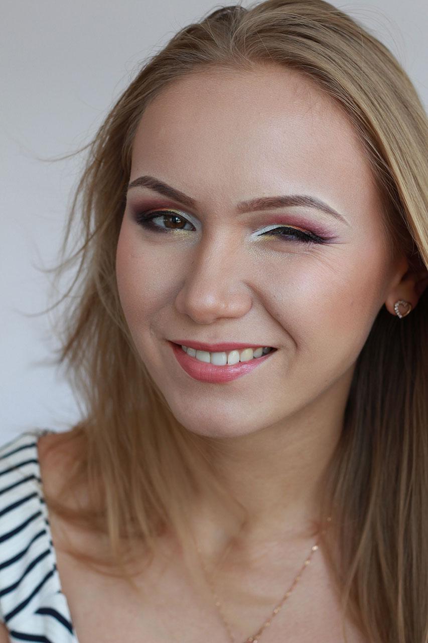 Цветной макияж в карандашной технике.